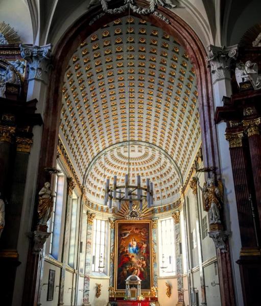 Kirche am Hof interior