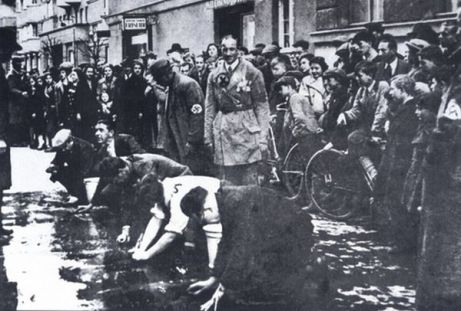 Jews scrubbing Vienna streets in 1938